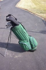 GOLF BAG WITH 11 CLUBS AND A BUNCH OF BALLS in Bartlett, Illinois