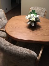 Kitchen table w 4 chairs in Naperville, Illinois