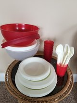 Picmate 43 Piece Picnic Dining Set, retro, 70's style in Fort Campbell, Kentucky