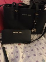 authentic Michael kors bag with matching wallet in Camp Pendleton, California