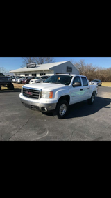 2008 GMC SIERRA CREW CAB 4wd in Fort Leonard Wood, Missouri
