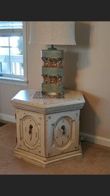2 matching end tables sold as pair in Todd County, Kentucky