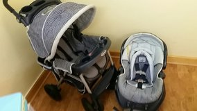 Stroller and car seat combo in Bolingbrook, Illinois