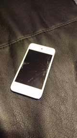 iPod Cracked Screen Fully Operational Screen works in Schaumburg, Illinois
