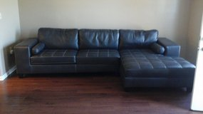 LEATHER COUCH in Clarksville, Tennessee