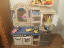 Little Tikes play kitchen and BBQ in Wiesbaden, GE