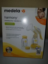 Medela Manual Breastpump in bookoo, US