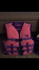 youth X-small life vest in Fort Leonard Wood, Missouri