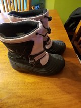 Girls Snow boots Totes size 4 in Bolingbrook, Illinois