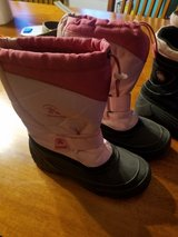 Girls snow boots size 5 in Bolingbrook, Illinois