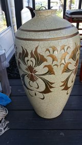 Flower pot about 2ft tall vase in Kissimmee, Florida