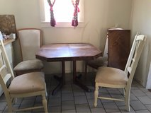 table and chairs in Las Cruces, New Mexico