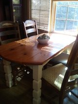 Old farm table and 4 chairs in Algonquin, Illinois