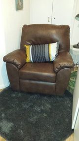 Brown Leather Recliner ($380 New) incl. delivery in Grafenwoehr, GE