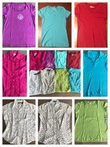 8 women's size medium tops in Perry, Georgia