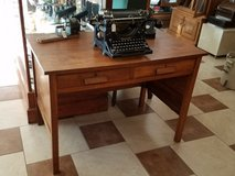Small Antique Oak Desk in Fort Leonard Wood, Missouri