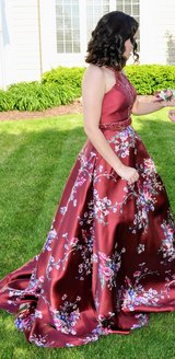 Gorgeous beaded floral prom dress XS (4/6) in St. Charles, Illinois