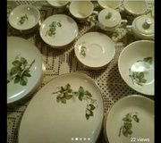 Set of gold-plated dinnerware for 6 in Sugar Land, Texas