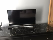 """Samsung 32"""" HD TV Like New in Chicago, Illinois"""