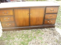 Dresser in Pleasant View, Tennessee