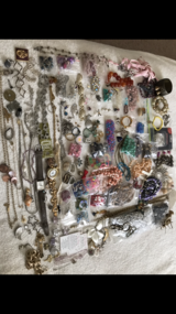 Beads/misc jewelry 100+ pieces in Leesville, Louisiana