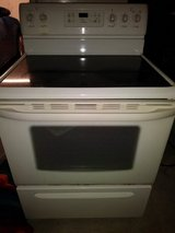 Kenmore self cleaning electric oven WORKS MUST GO BY TOMORROW in Travis AFB, California
