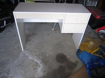 desk white in Joliet, Illinois