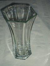 "vintage 9"" heavy hoosier glass vase in Bolingbrook, Illinois"