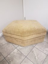 very nice ottoman in Fort Campbell, Kentucky