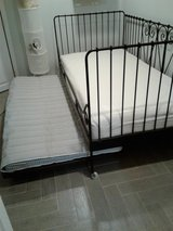wrought iron daybed w/trundle in Bolingbrook, Illinois
