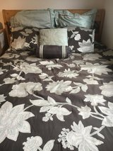 Bedding set with accent pillows in Stuttgart, GE