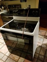 **Reduced price** GE Glass Top Stove in Hinesville, Georgia