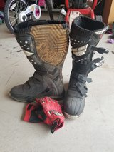 Men's sz 10 dirt bike boots /gloves in Fort Carson, Colorado