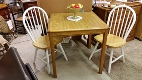 Table Dining & Chairs in Fort Campbell, Kentucky