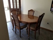 Kitchen table & chairs with extended Leaf. in 29 Palms, California