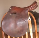 "Crump Prix Saute jumper saddle 16.5"" (youth/small adult) in Fort Leonard Wood, Missouri"