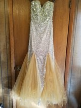 Beautiful gown that can be worn to prom, a ball, or some formal  event. in Warner Robins, Georgia