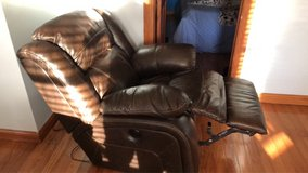 electric recliner in New Lenox, Illinois