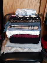 Woolen scarfs 12 pieces in Stuttgart, GE