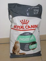 Royal Canin 22 lbs DIGESTIVE CARE Cat food.  Unopened in Stuttgart, GE