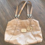 Liz Claiborne tan shoulder bag tote in Warner Robins, Georgia