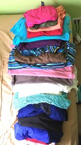 10 women's tops, mostly 1x in Naperville, Illinois