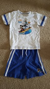 Disney Aulani 2pc. Shirt & Shorts 4t in Bartlett, Illinois