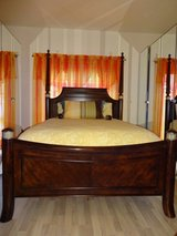Like New 6 Piece Bedroom Set in Baumholder, GE