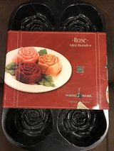 New Nordic Ware Cast Aluminum 6 Rose-Shaped Bundt Pan in Naperville, Illinois