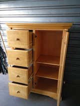 Amazing solid wood dresser in great condition and shape in Fort Bliss, Texas