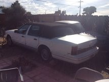 1995 Lincoln Town Car V8 in 29 Palms, California