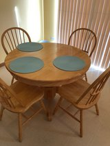 Kitchen Table in Glendale Heights, Illinois