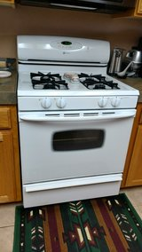 Maytag Gas Stove (LP or Natural gas) in Yucca Valley, California