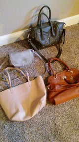 Women's purses in Fort Leonard Wood, Missouri